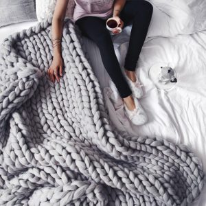 extreme chunky knitted blanket 1